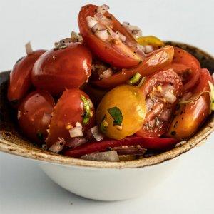 Pikantní rajčatový salátek